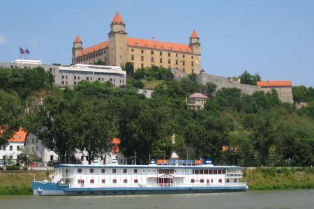 De Donau met fiets en schip - Kasteel Bratislava